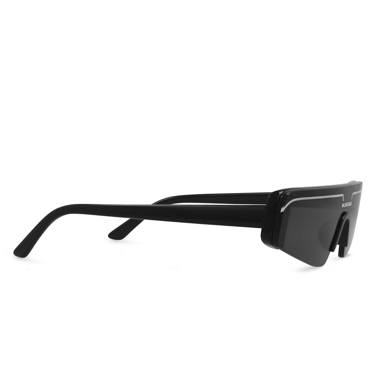 Balenciaga® Mask Sunglasses: BB0003S color Black 001 - three-quarters view.