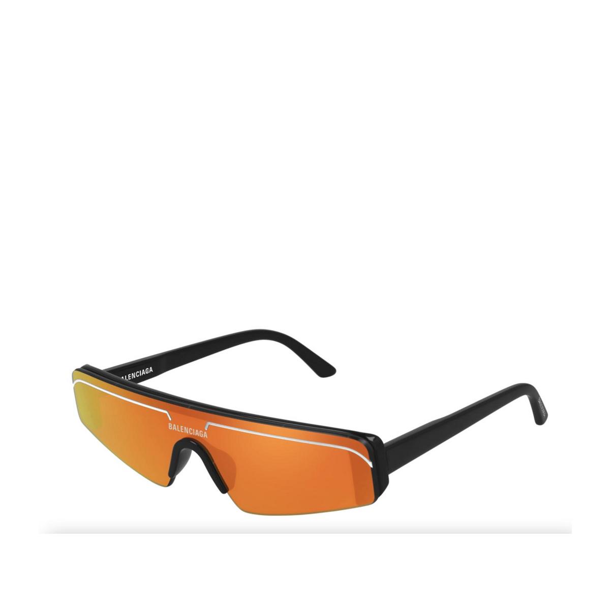 Balenciaga® Mask Sunglasses: BB0003S color Black 007 - three-quarters view.