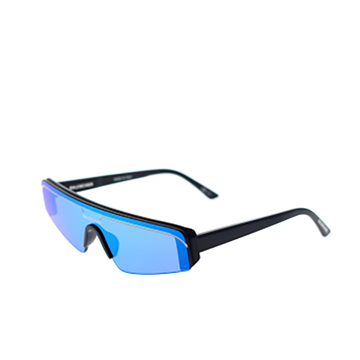 Balenciaga® Mask Sunglasses: BB0003S color Black 008 - three-quarters view.