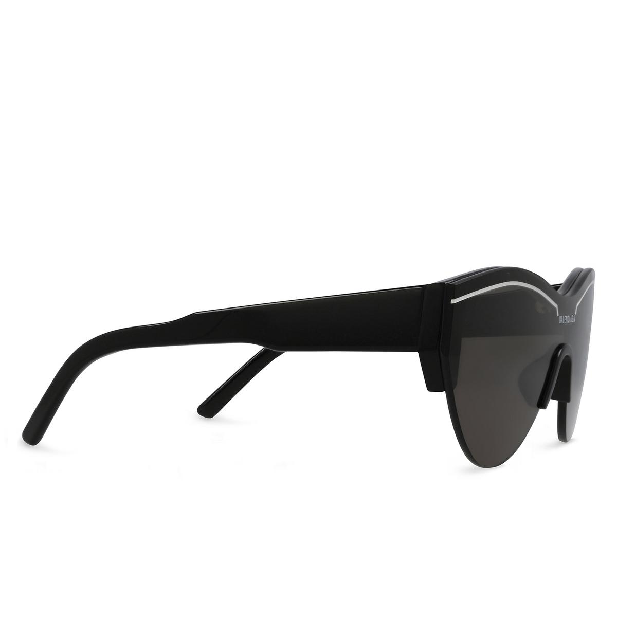 Balenciaga® Mask Sunglasses: BB0004S color Black 001 - three-quarters view.