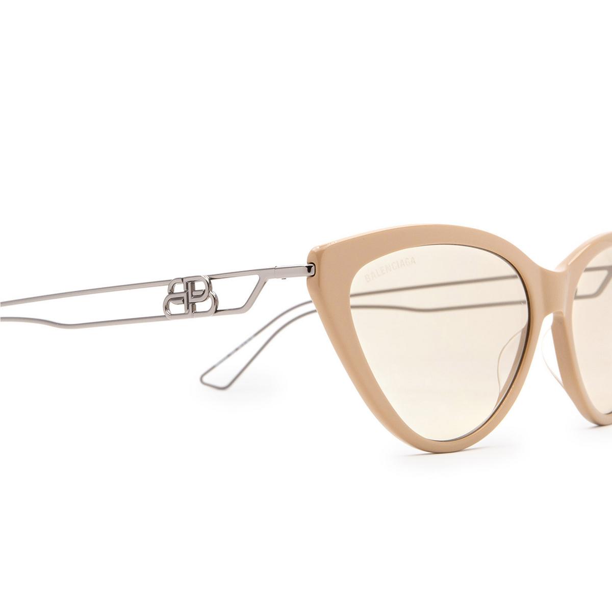 Balenciaga® Cat-eye Sunglasses: BB0052S color Brown 002 - 3/3.