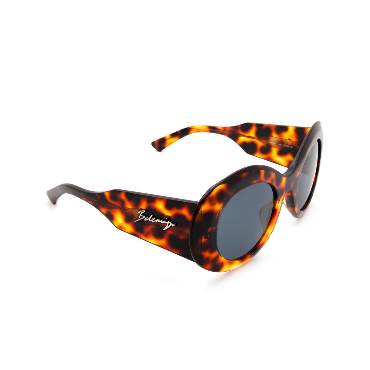 Balenciaga® Round Sunglasses: BB0120S color Havana 002 - three-quarters view.