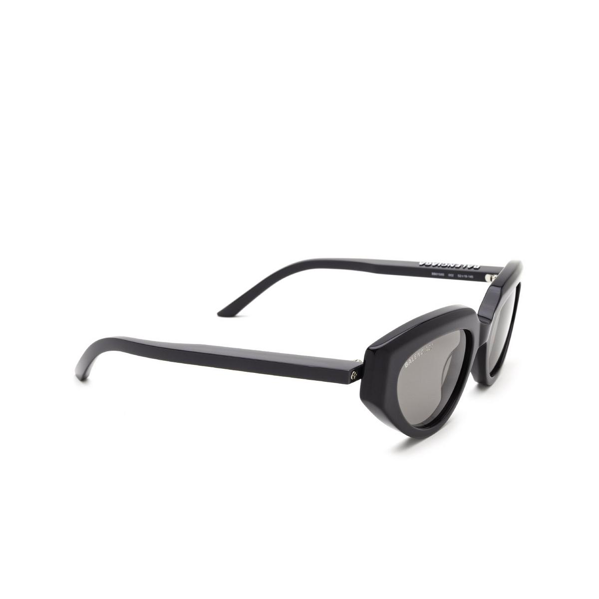 Balenciaga® Cat-eye Sunglasses: BB0159S color Grey 002 - three-quarters view.