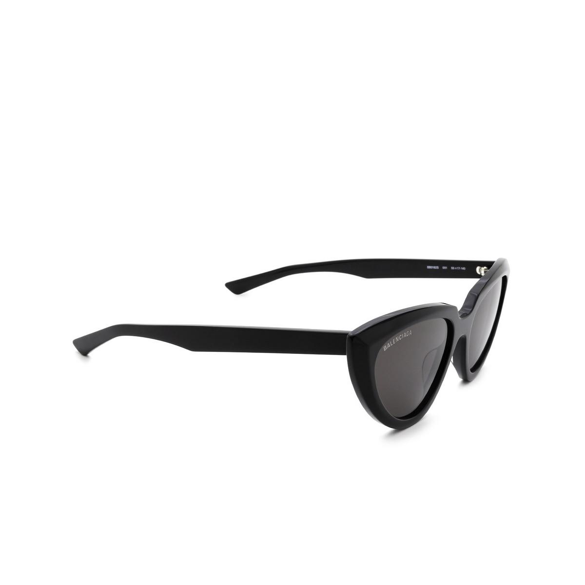 Balenciaga® Cat-eye Sunglasses: BB0182S color Black 001 - three-quarters view.