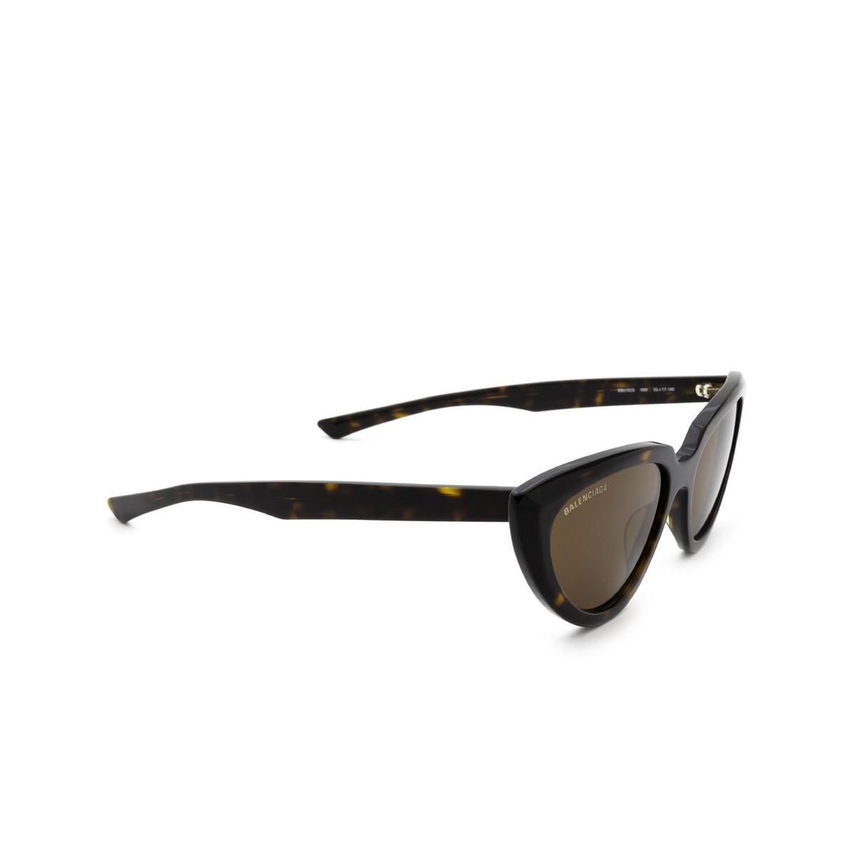 Balenciaga® Cat-eye Sunglasses: BB0182S color Havana 002 - three-quarters view.