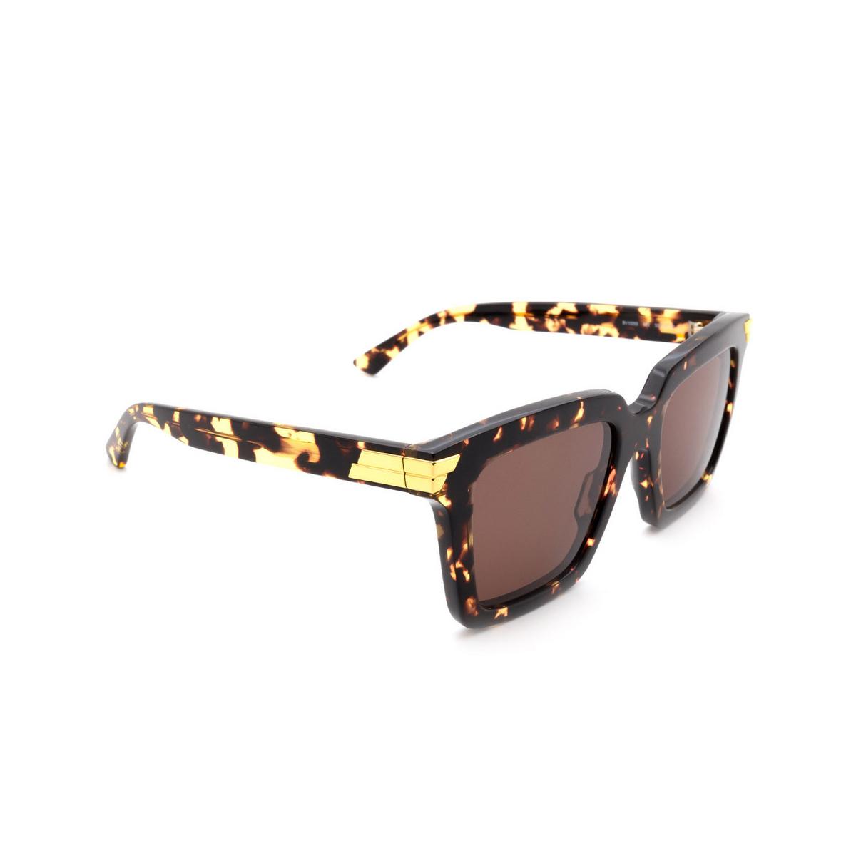 Bottega Veneta® Square Sunglasses: BV1005S color Havana 002 - three-quarters view.
