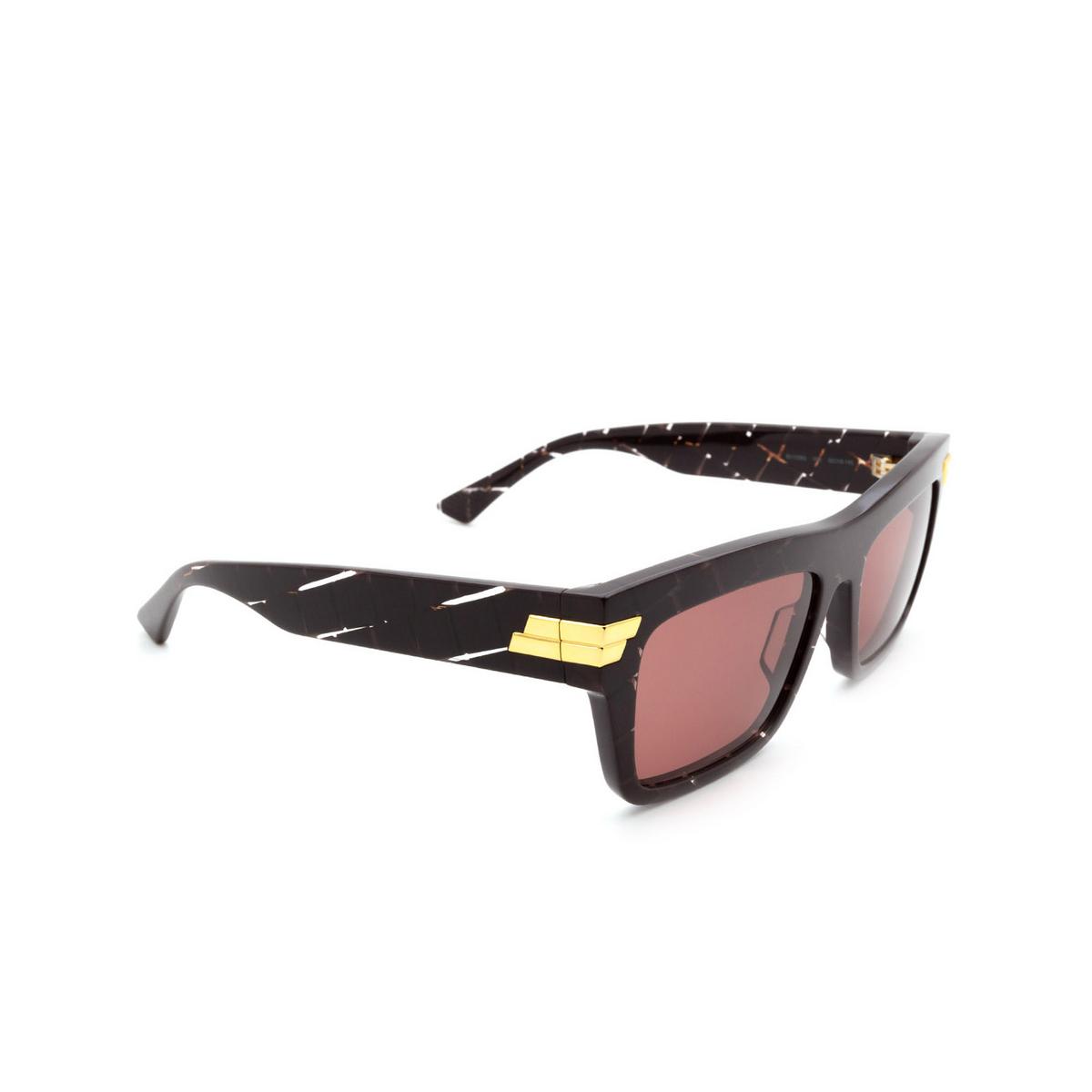 Bottega Veneta® Rectangle Sunglasses: BV1058S color Burgundy 003 - three-quarters view.