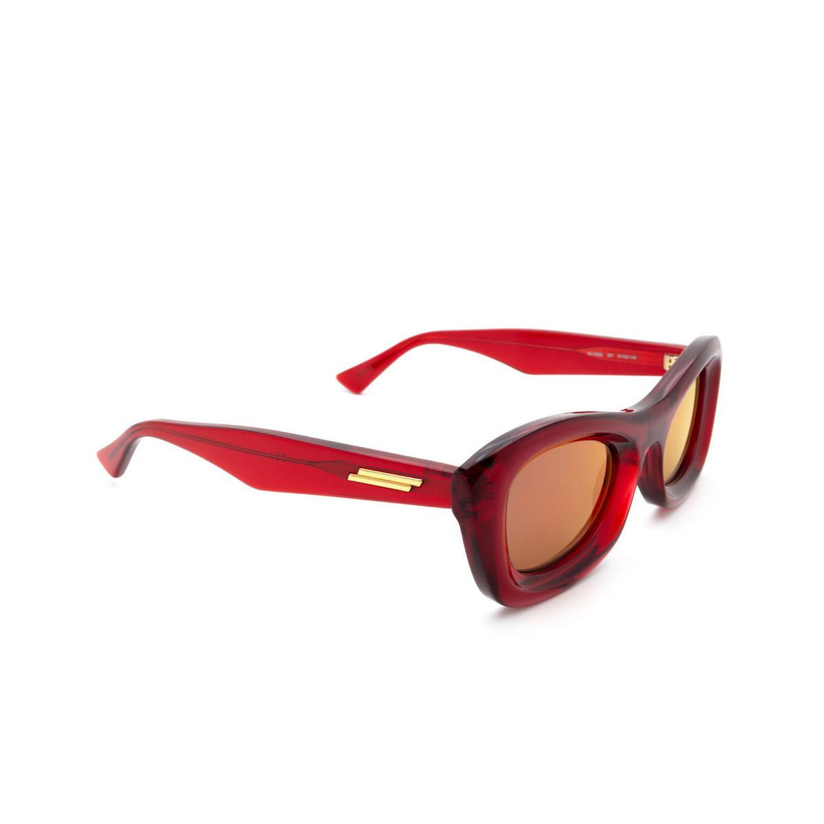 Bottega Veneta® Rectangle Sunglasses: BV1088S color Burgundy 007 - three-quarters view.