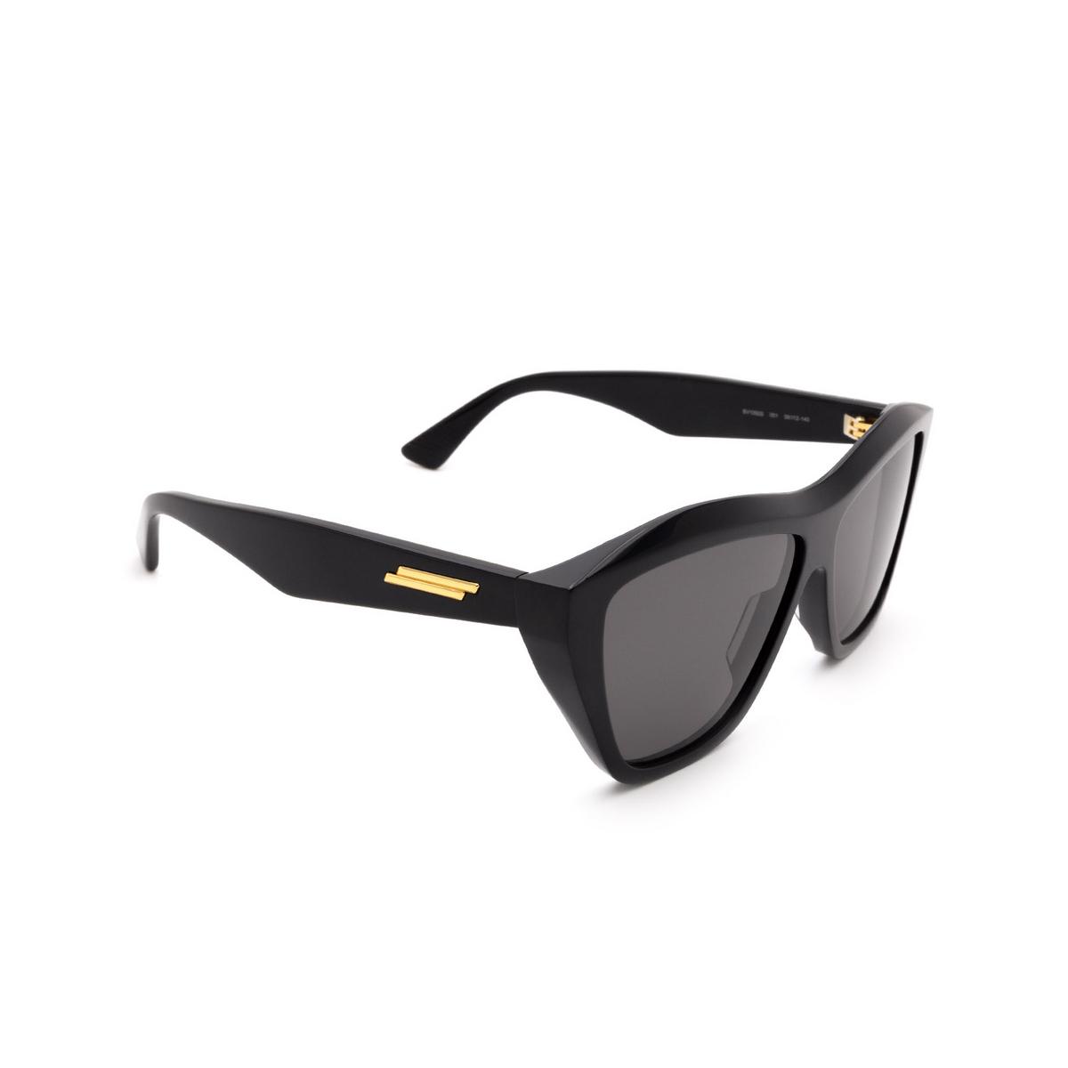 Bottega Veneta® Square Sunglasses: BV1092S color Black 001 - three-quarters view.