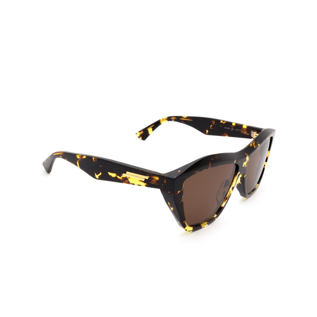 Bottega Veneta® Square Sunglasses: BV1092S color Havana 002 - three-quarters view.
