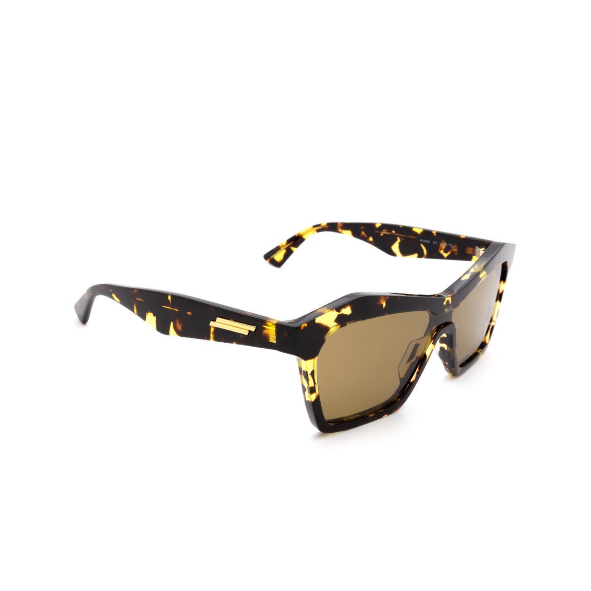 Bottega Veneta® Irregular Sunglasses: BV1093S color Havana 002 - three-quarters view.
