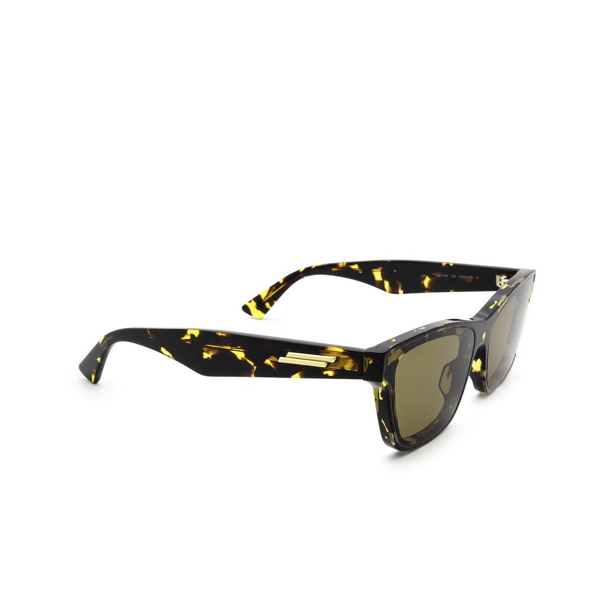 Bottega Veneta® Cat-eye Sunglasses: BV1119S color Havana 002 - three-quarters view.
