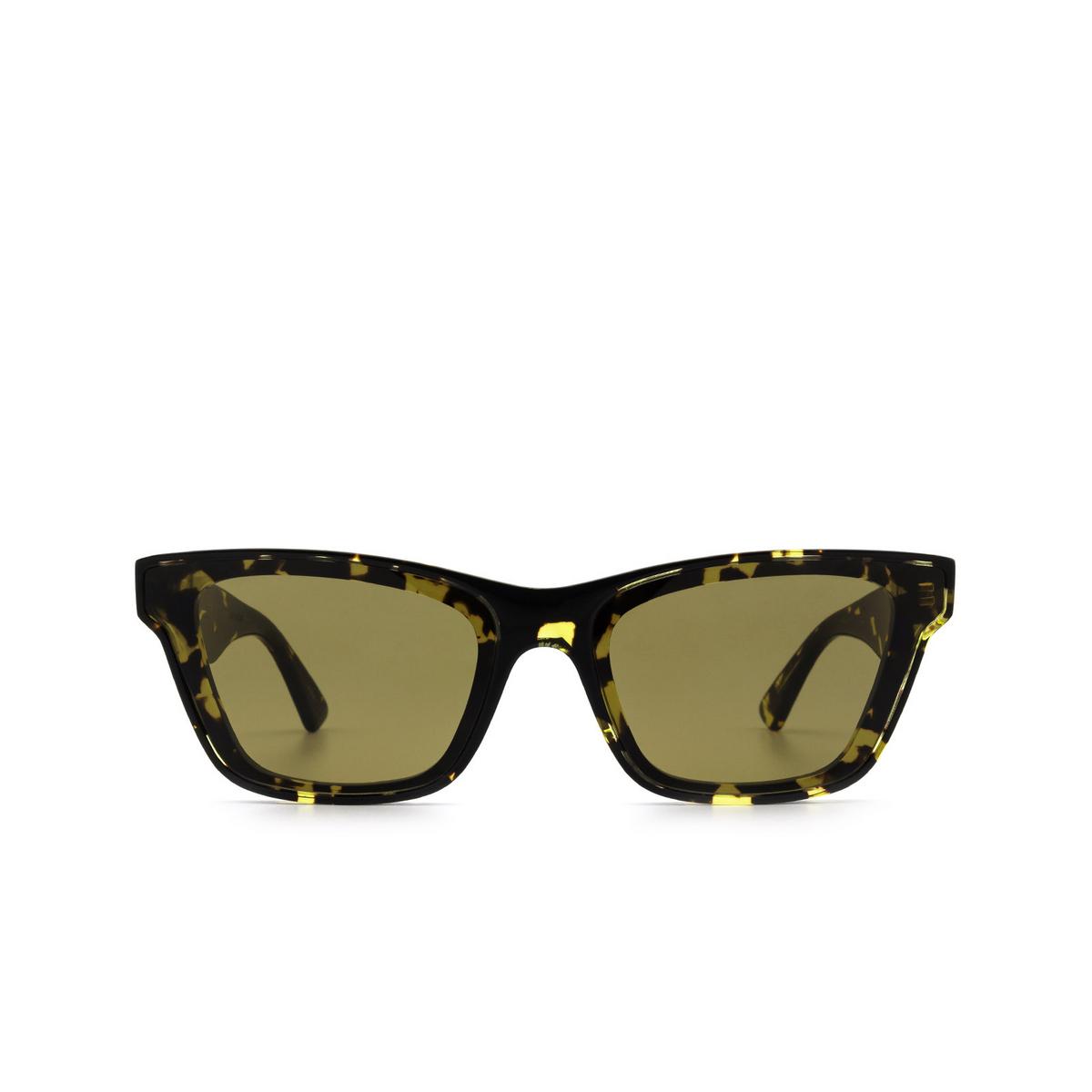 Bottega Veneta® Cat-eye Sunglasses: BV1119S color Havana 002 - front view.