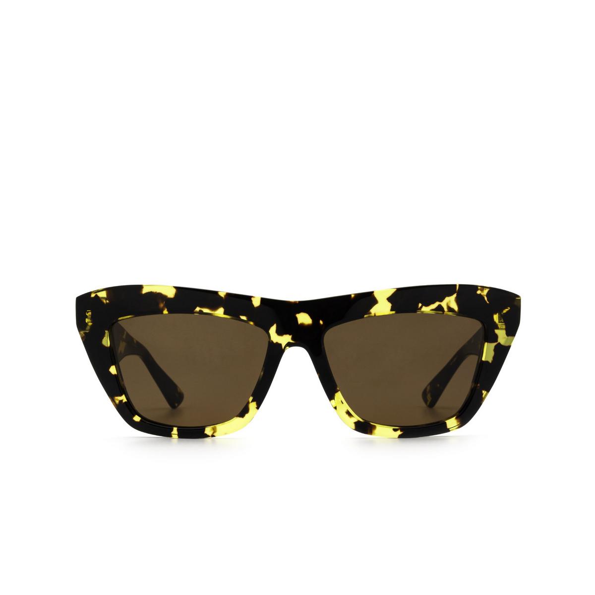 Bottega Veneta® Cat-eye Sunglasses: BV1121S color Havana 002 - front view.