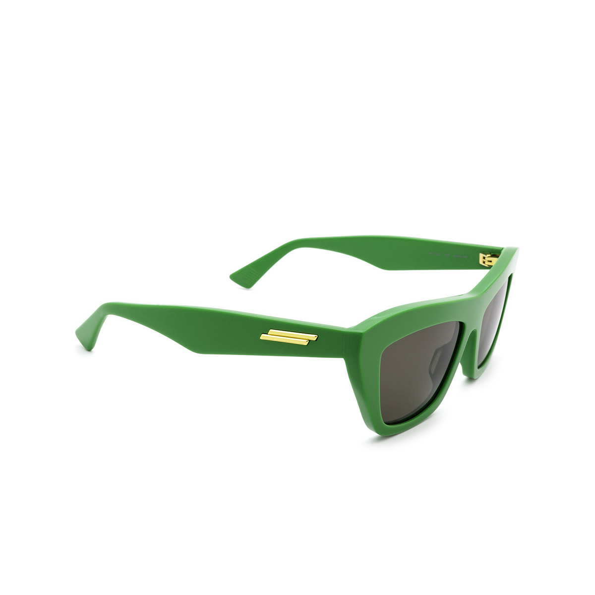 Bottega Veneta® Cat-eye Sunglasses: BV1121S color Green 005 - three-quarters view.