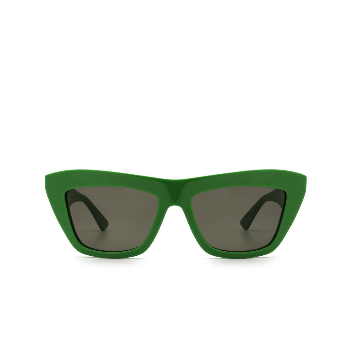Bottega Veneta® Cat-eye Sunglasses: BV1121S color Green 005 - front view.