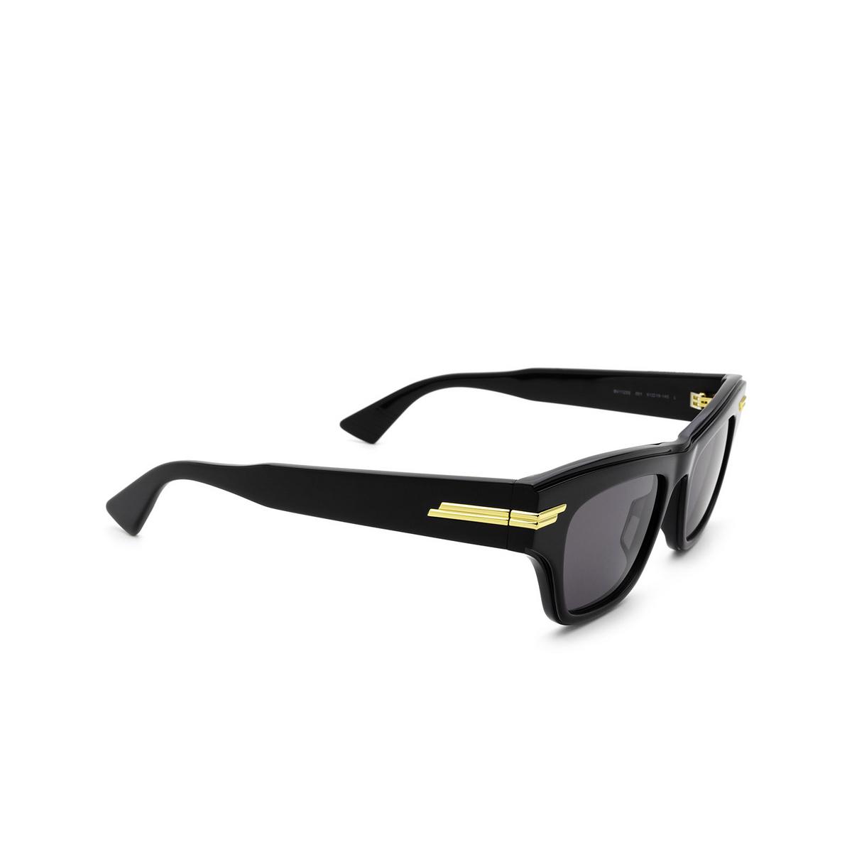 Bottega Veneta® Cat-eye Sunglasses: BV1122S color Black 001 - three-quarters view.