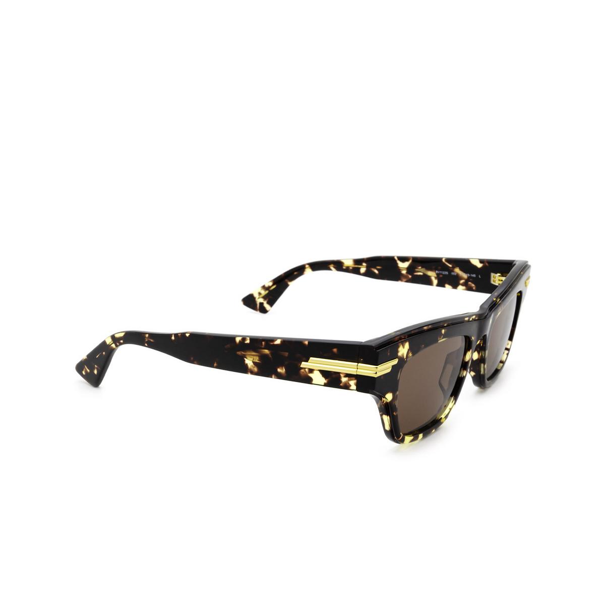 Bottega Veneta® Cat-eye Sunglasses: BV1122S color Havana 002 - three-quarters view.