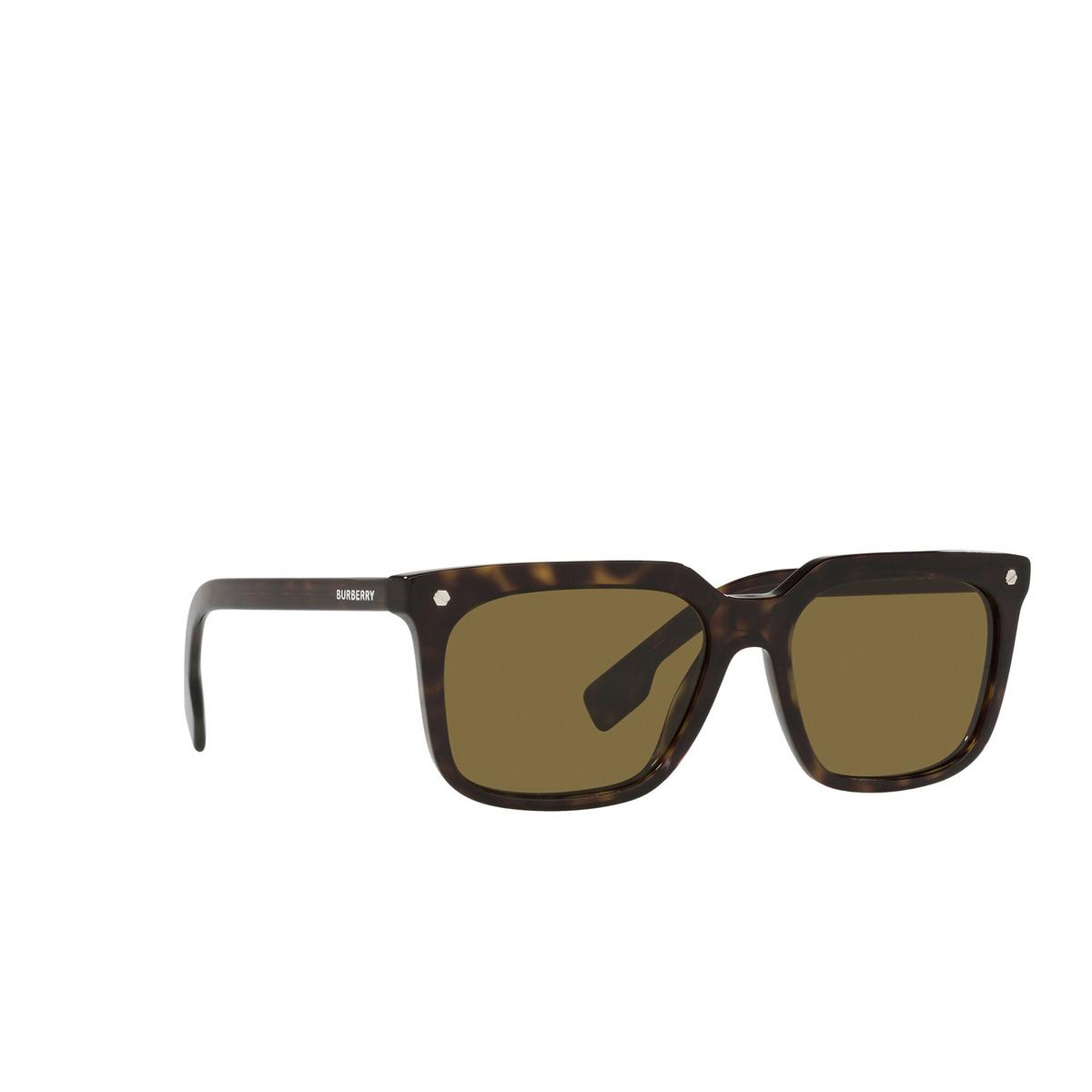 Burberry® Square Sunglasses: Carnaby BE4337 color Dark Havana 300273 - three-quarters view.