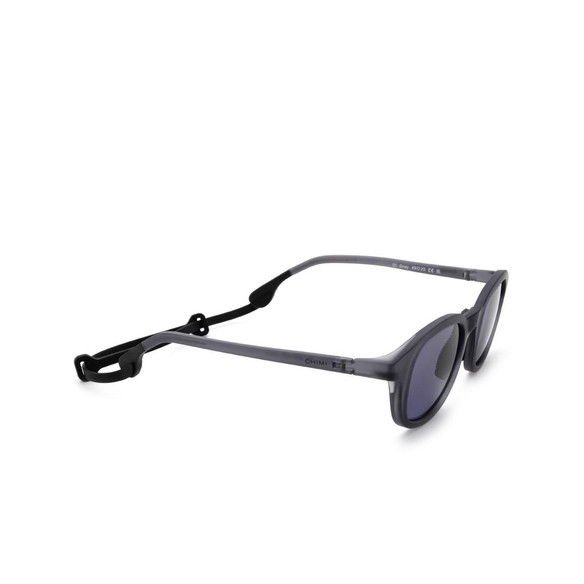 Chimi® Square Sunglasses: 01 ACTIVE color Grey - three-quarters view.