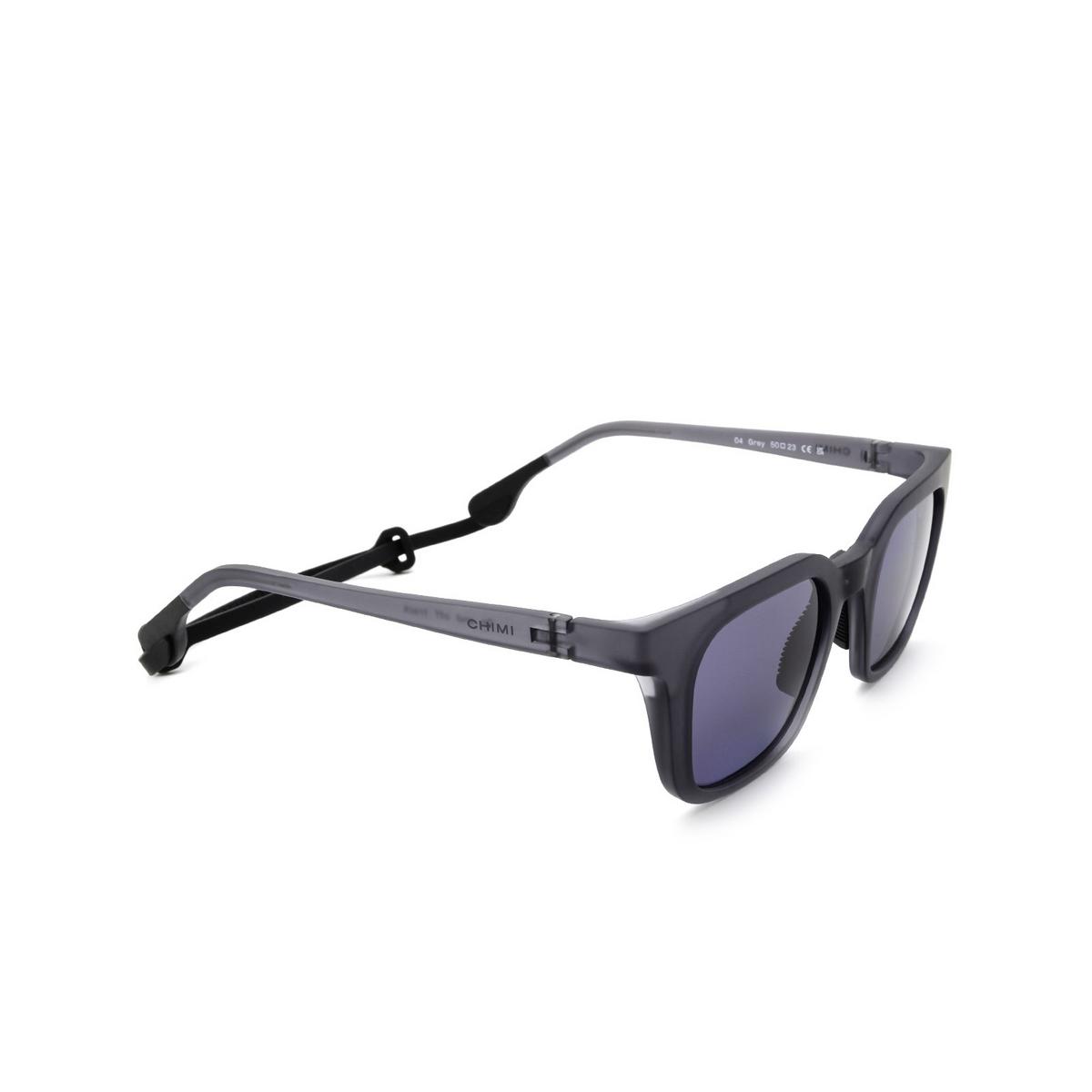 Chimi® Square Sunglasses: 04 ACTIVE color Grey - three-quarters view.