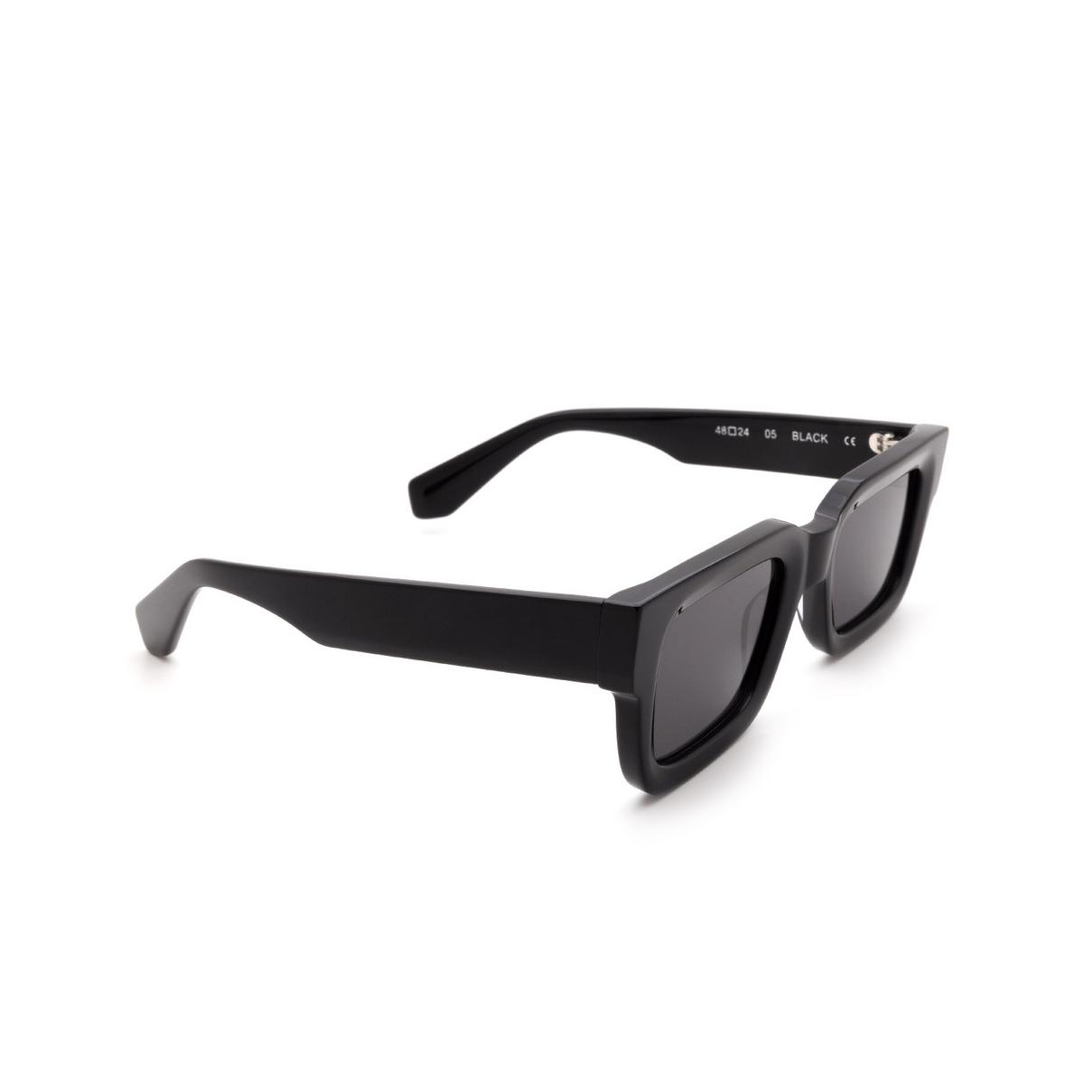 Chimi® Rectangle Sunglasses: 05 color Black - three-quarters view.