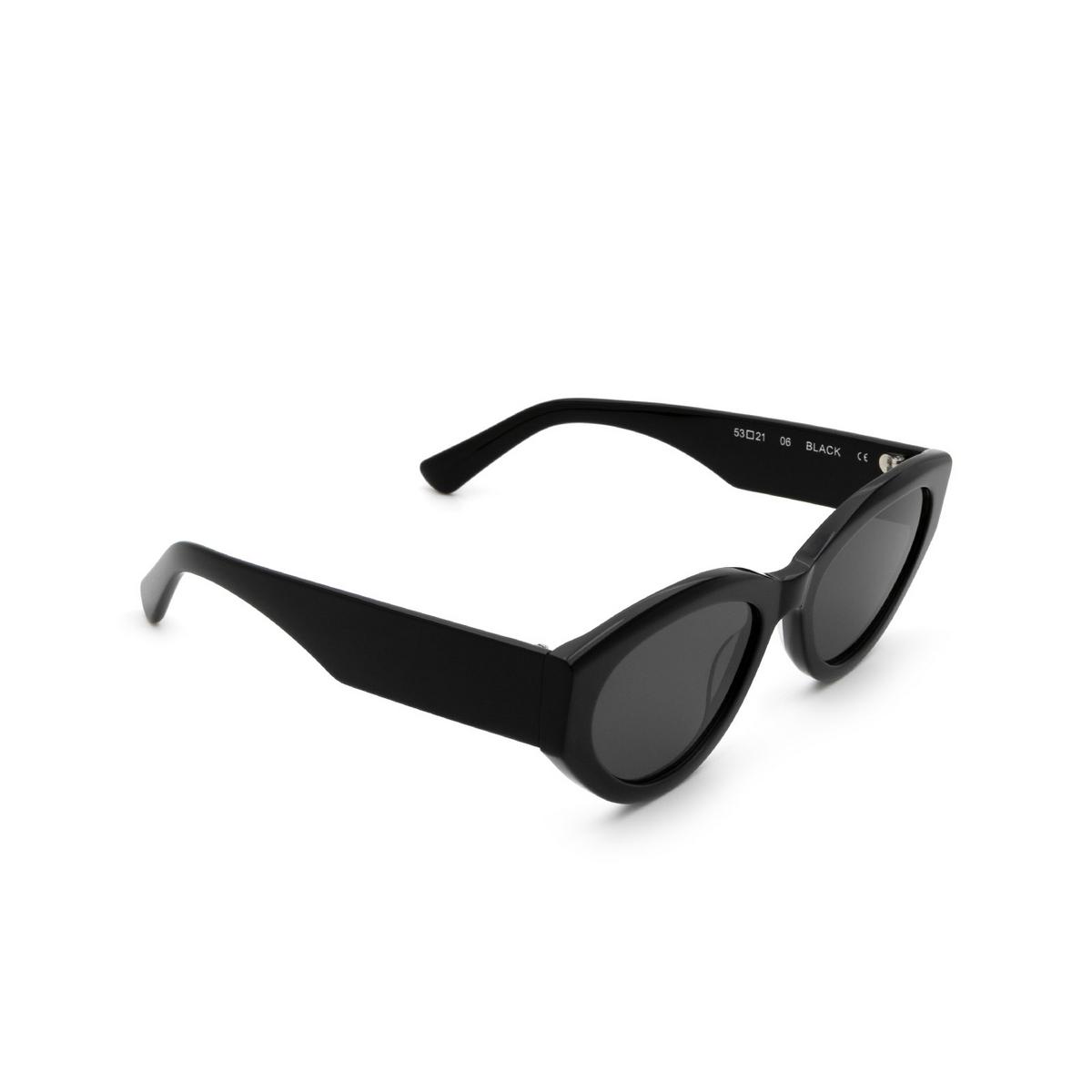 Chimi® Cat-eye Sunglasses: 06 color Black - three-quarters view.