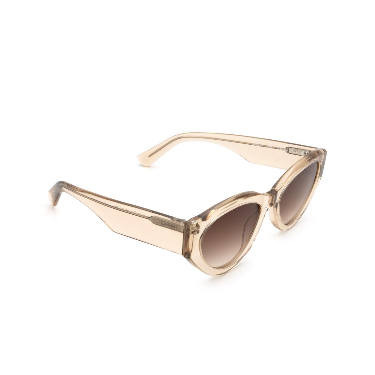 Chimi® Cat-eye Sunglasses: 06 color Ecru - three-quarters view.
