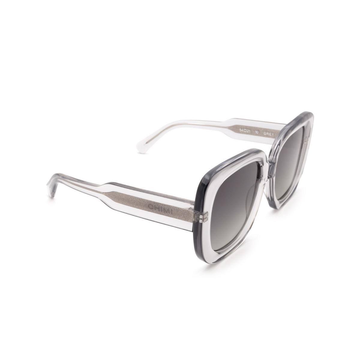 Chimi® Square Sunglasses: 10 color Grey - three-quarters view.