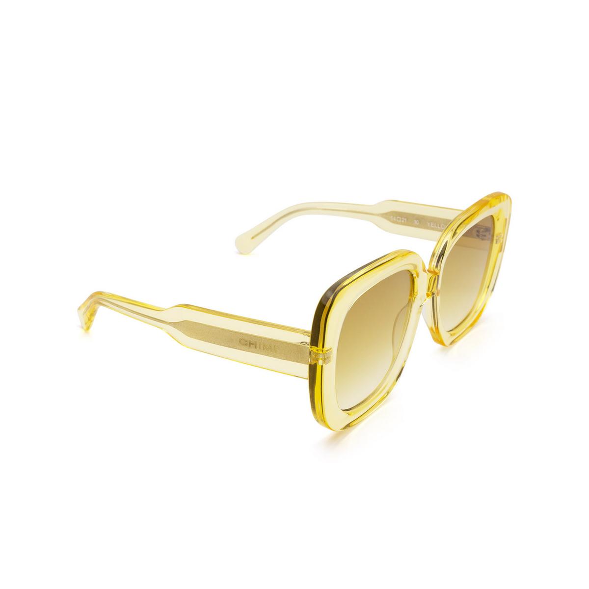 Chimi® Square Sunglasses: 10 color Yellow - three-quarters view.