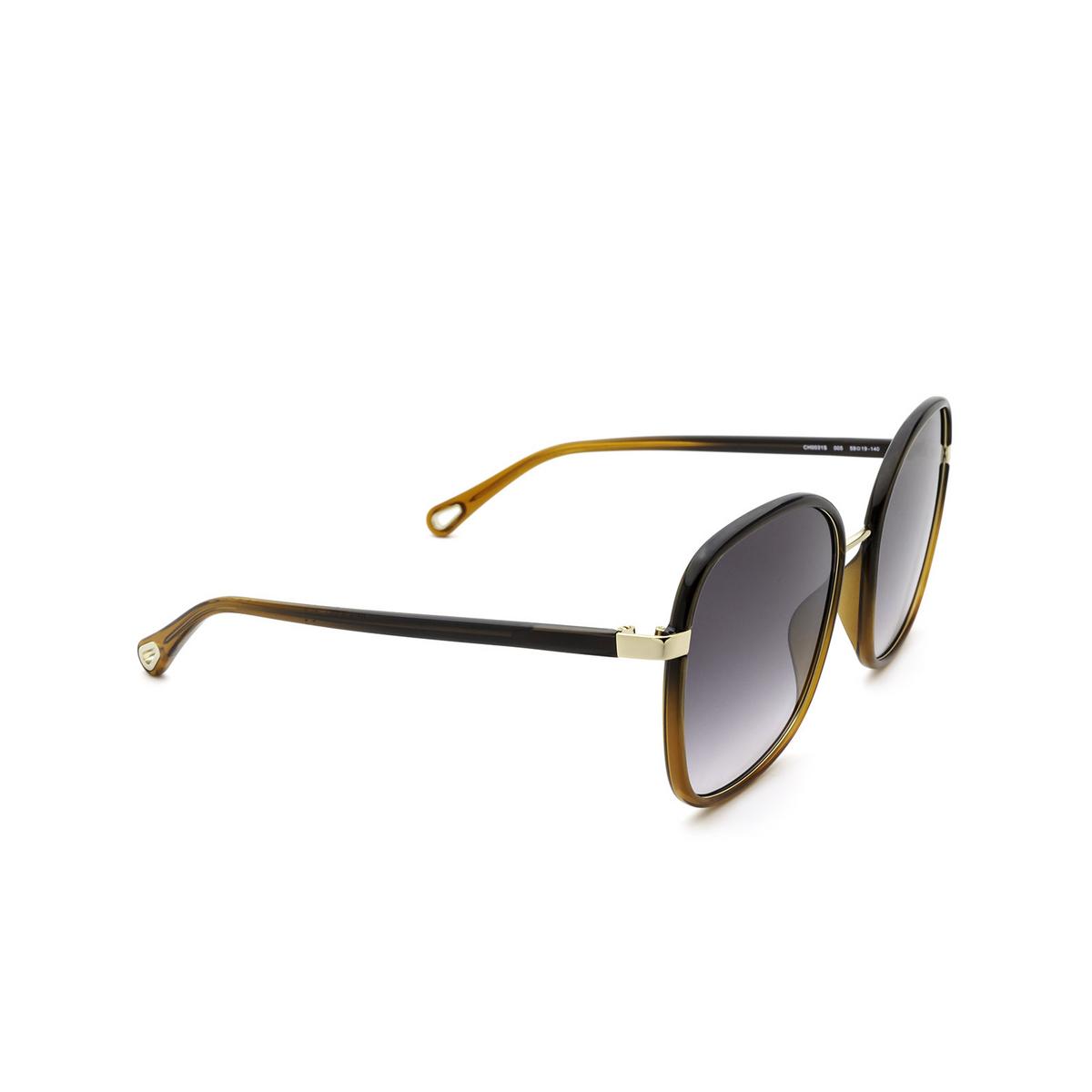 Chloé® Square Sunglasses: CH0031S color Black 005 - three-quarters view.