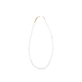 Frame Chain® Accessories: Pearly Queen color Yellow Gold.
