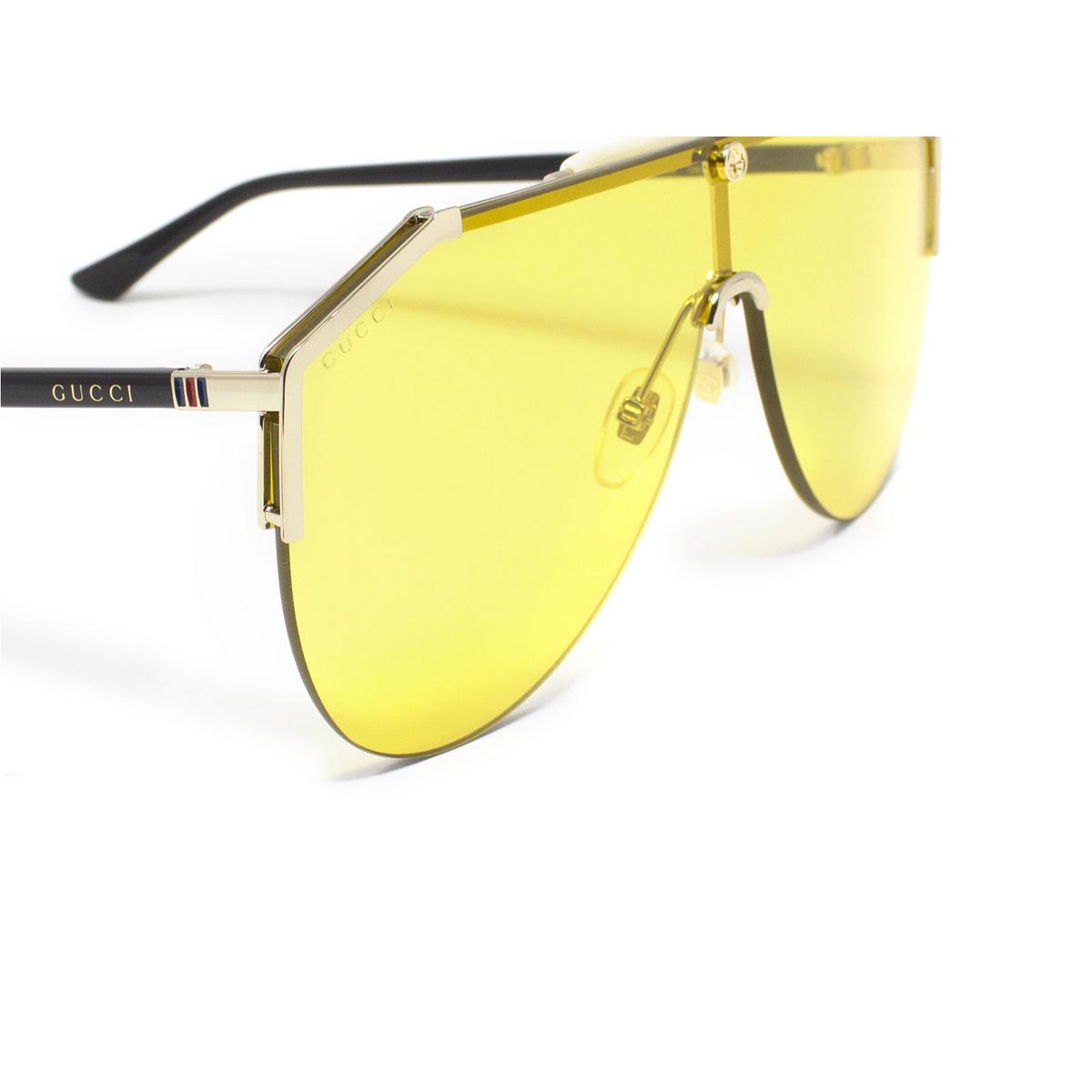 Gucci® Mask Sunglasses: GG0584S color Gold 004 - 3/3.