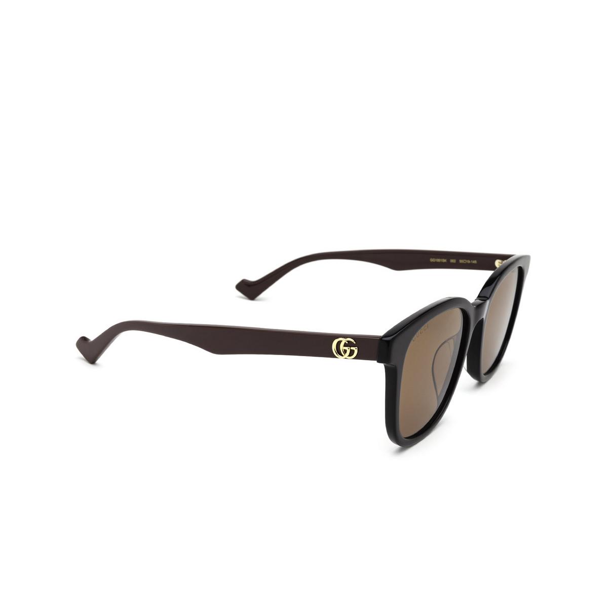 Gucci® Square Sunglasses: GG1001SK color Black 002 - three-quarters view.