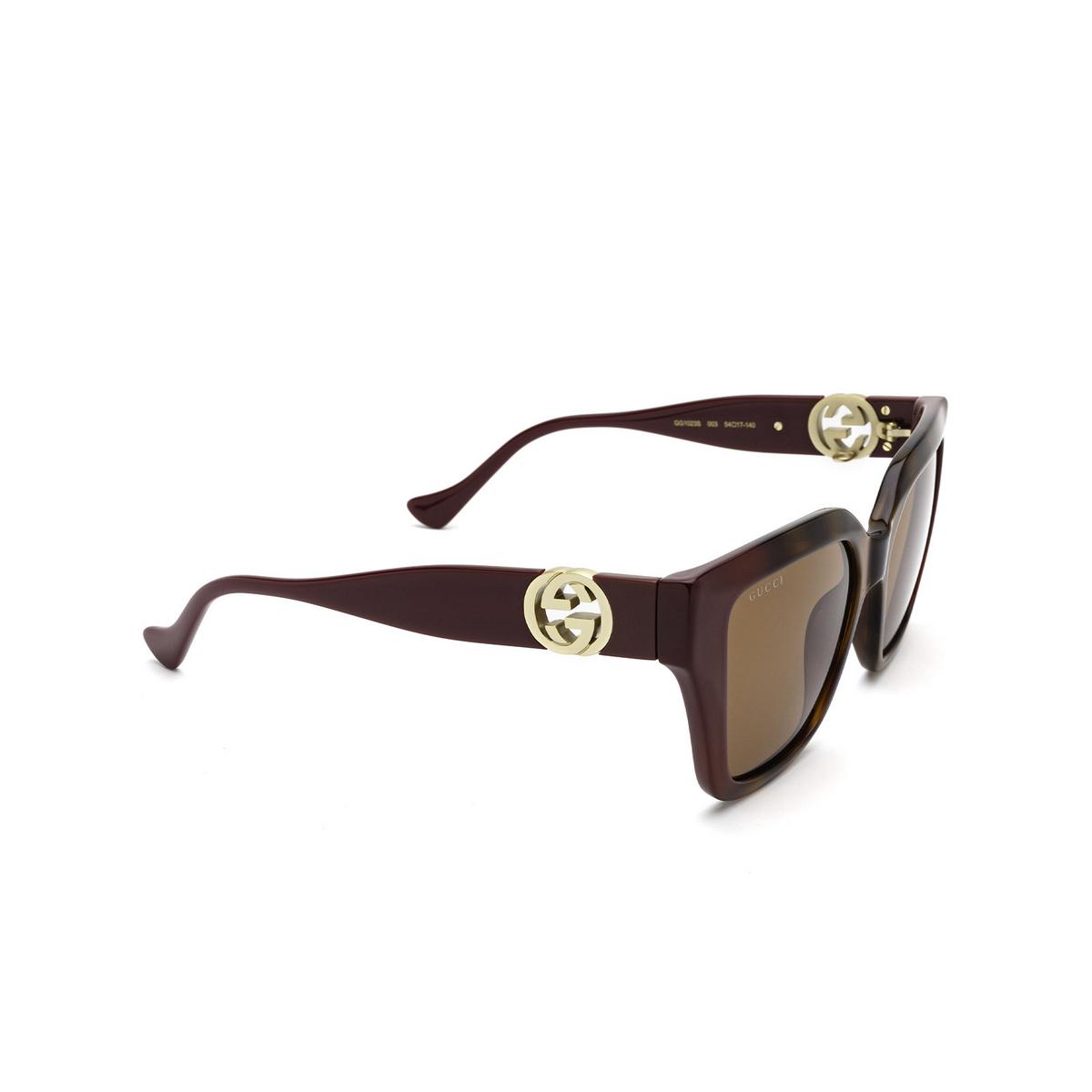 Gucci® Cat-eye Sunglasses: GG1023S color Havana & Burgundy 003 - three-quarters view.