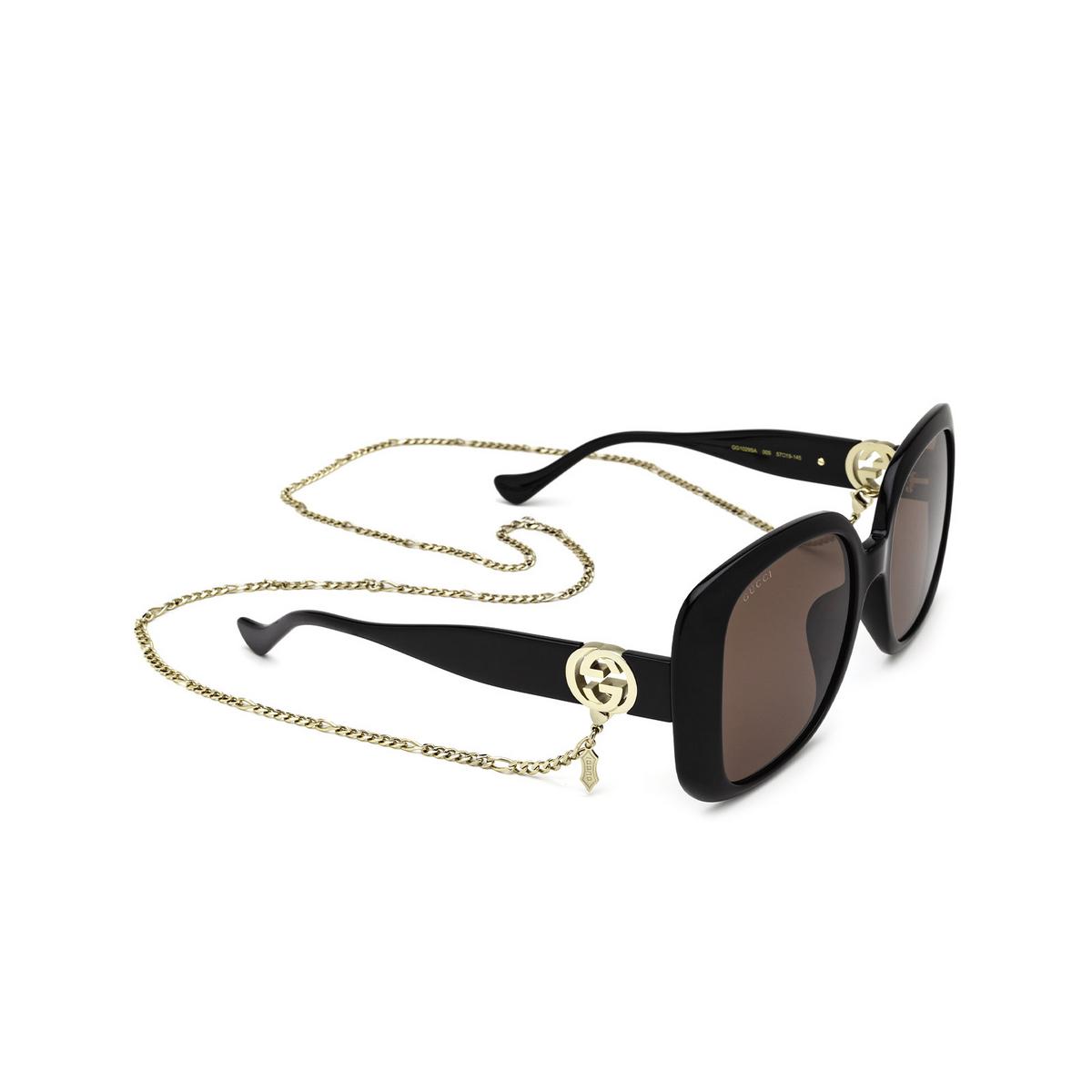 Gucci® Square Sunglasses: GG1029SA color Black 005 - three-quarters view.