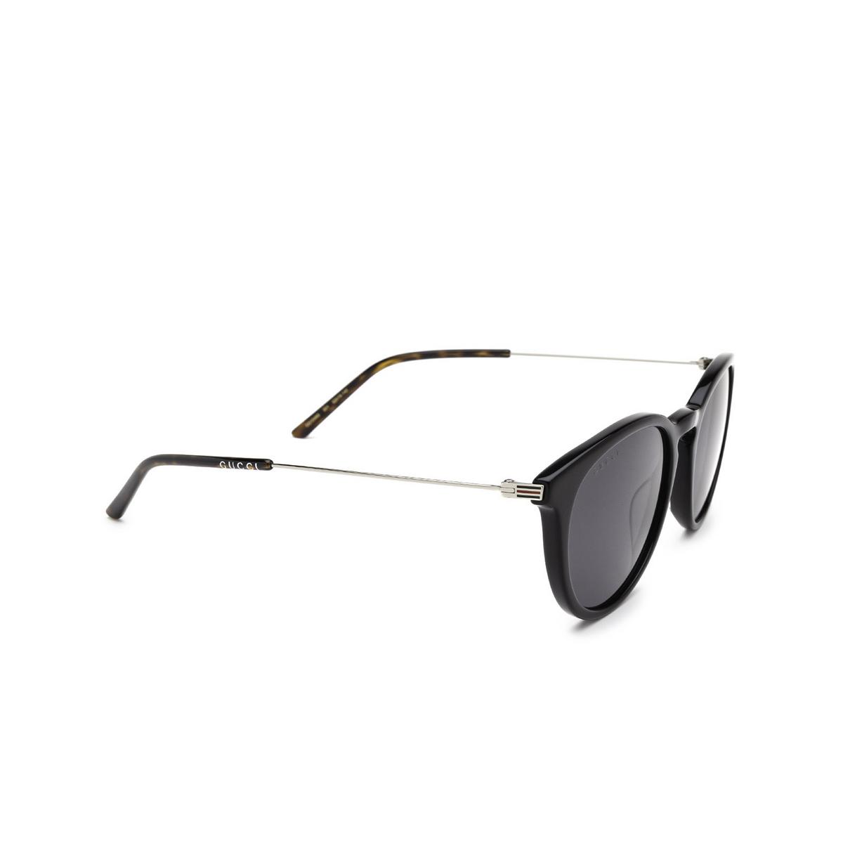 Gucci® Round Sunglasses: GG1048S color Black 001 - three-quarters view.