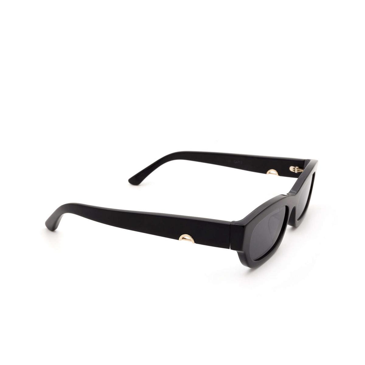 Huma® Rectangle Sunglasses: Tojo color Black 06 - three-quarters view.