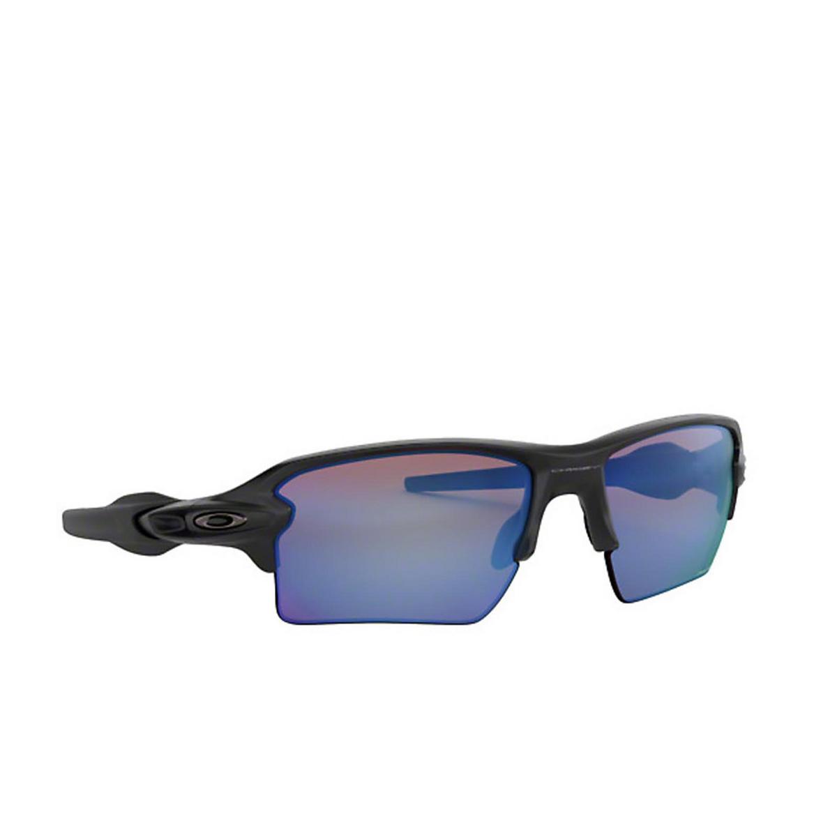 Oakley® Rectangle Sunglasses: Flak 2.0 Xl OO9188 color Matte Black 918858 - three-quarters view.