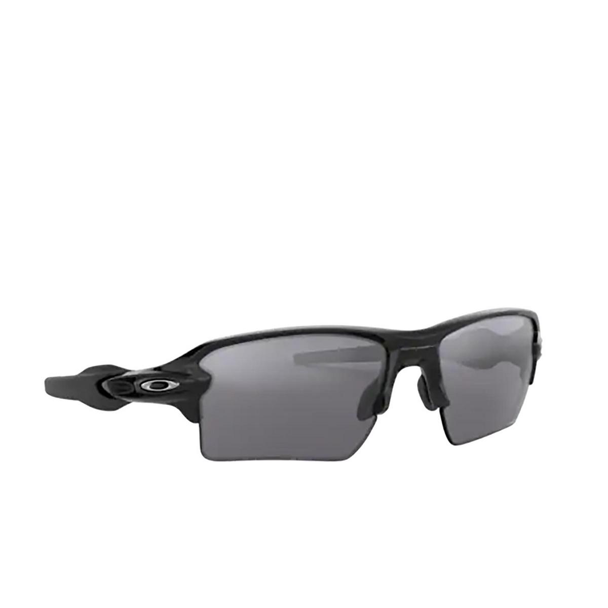 Oakley® Rectangle Sunglasses: Flak 2.0 Xl OO9188 color Polished Black 918872 - three-quarters view.