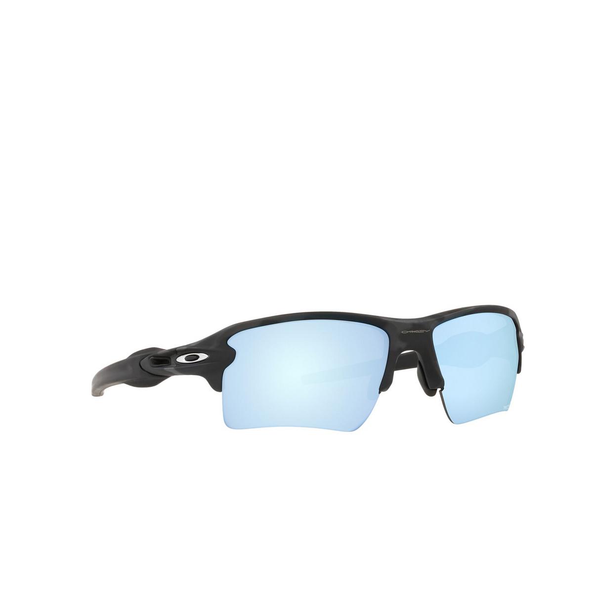 Oakley® Rectangle Sunglasses: Flak 2.0 Xl OO9188 color Matte Black Camo 9188G3 - three-quarters view.