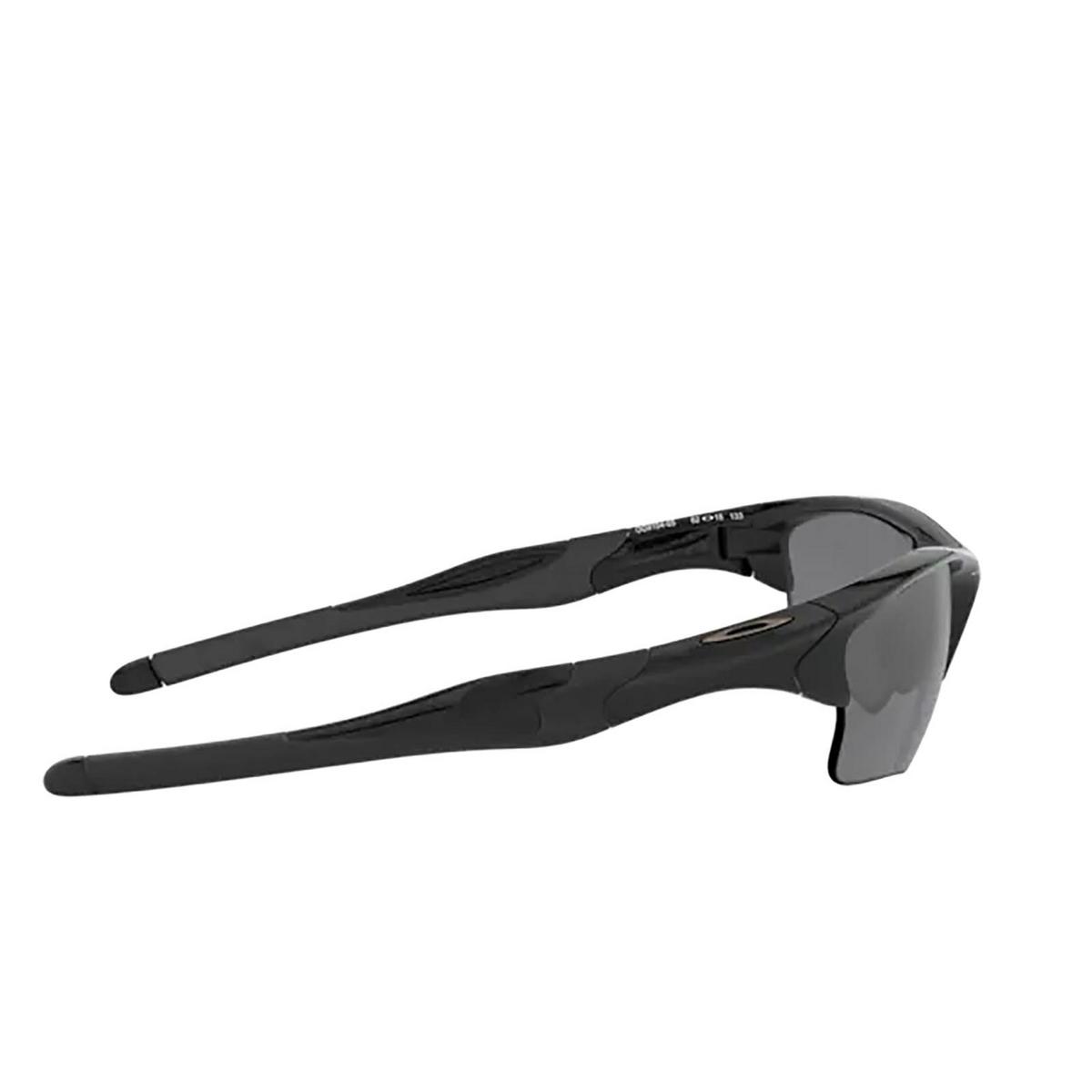 Oakley® Irregular Sunglasses: Half Jacket 2.0 Xl OO9154 color Polished Black 915405 - three-quarters view.