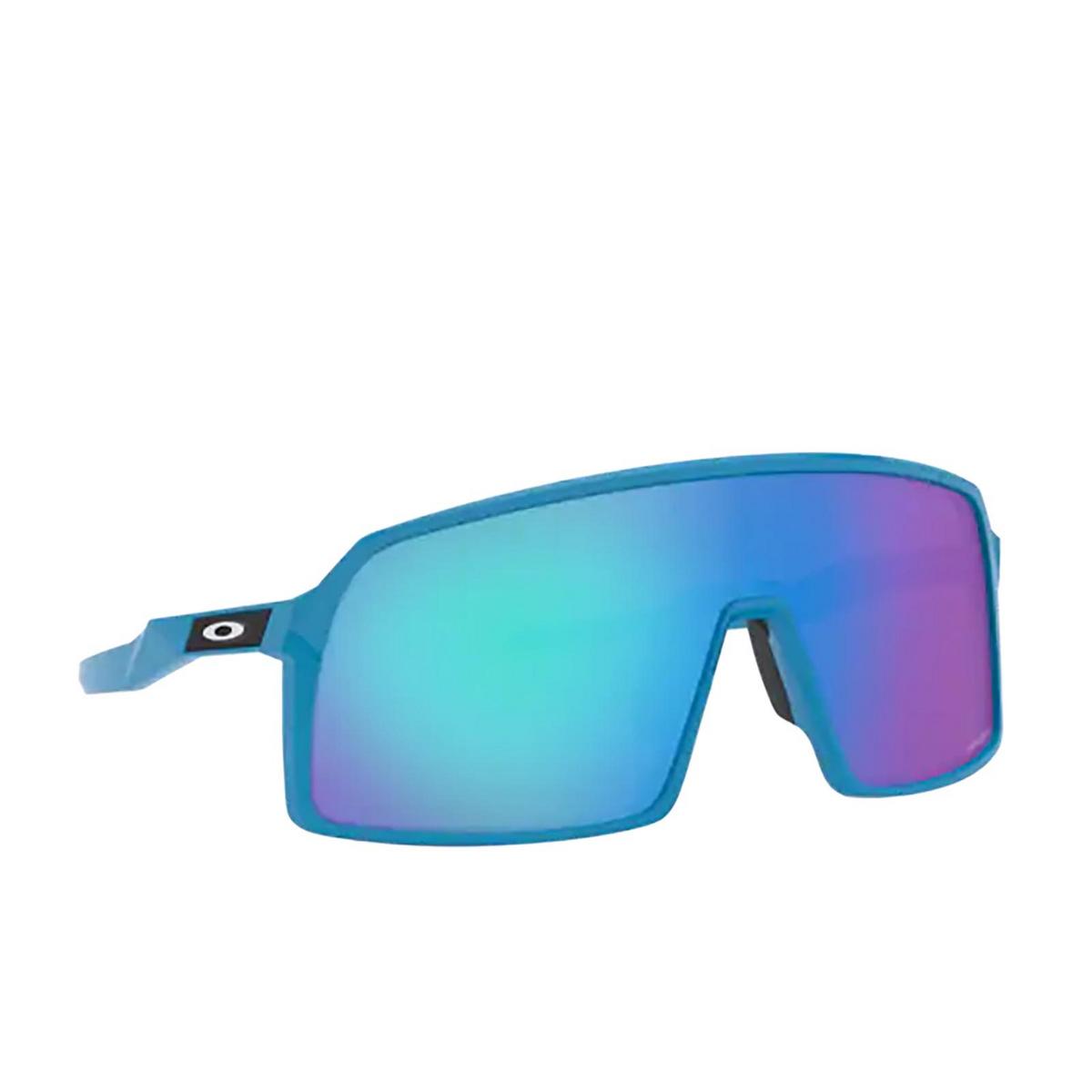 Oakley® Sport Sunglasses: Sutro OO9406 color Sky 940607 - three-quarters view.
