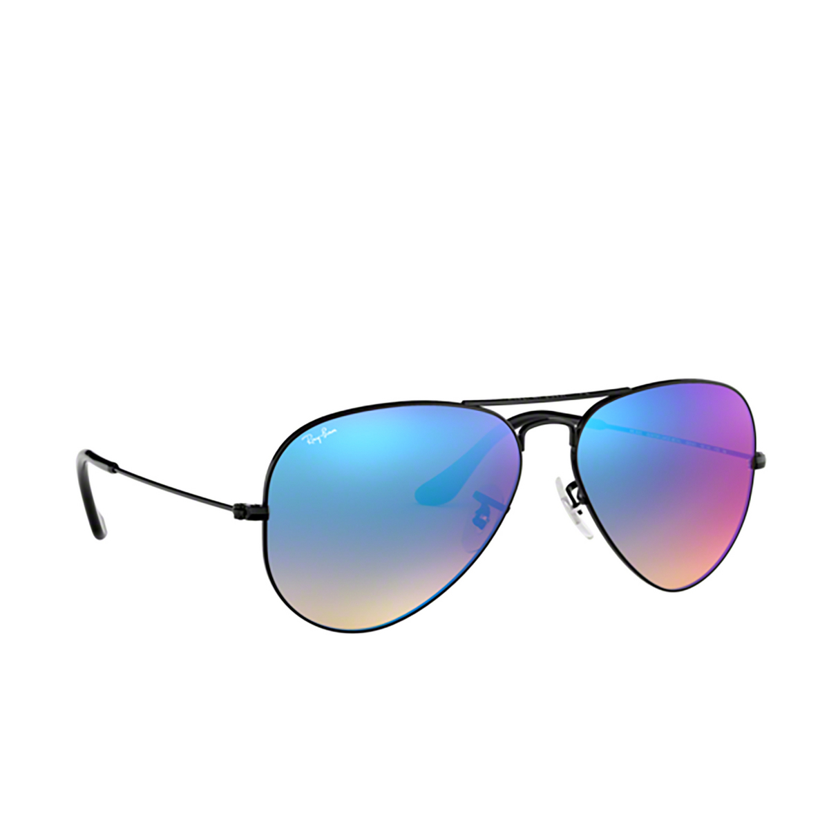 Ray-Ban® Aviator Sunglasses: Aviator Large Metal RB3025 color Black 002/4O - three-quarters view.
