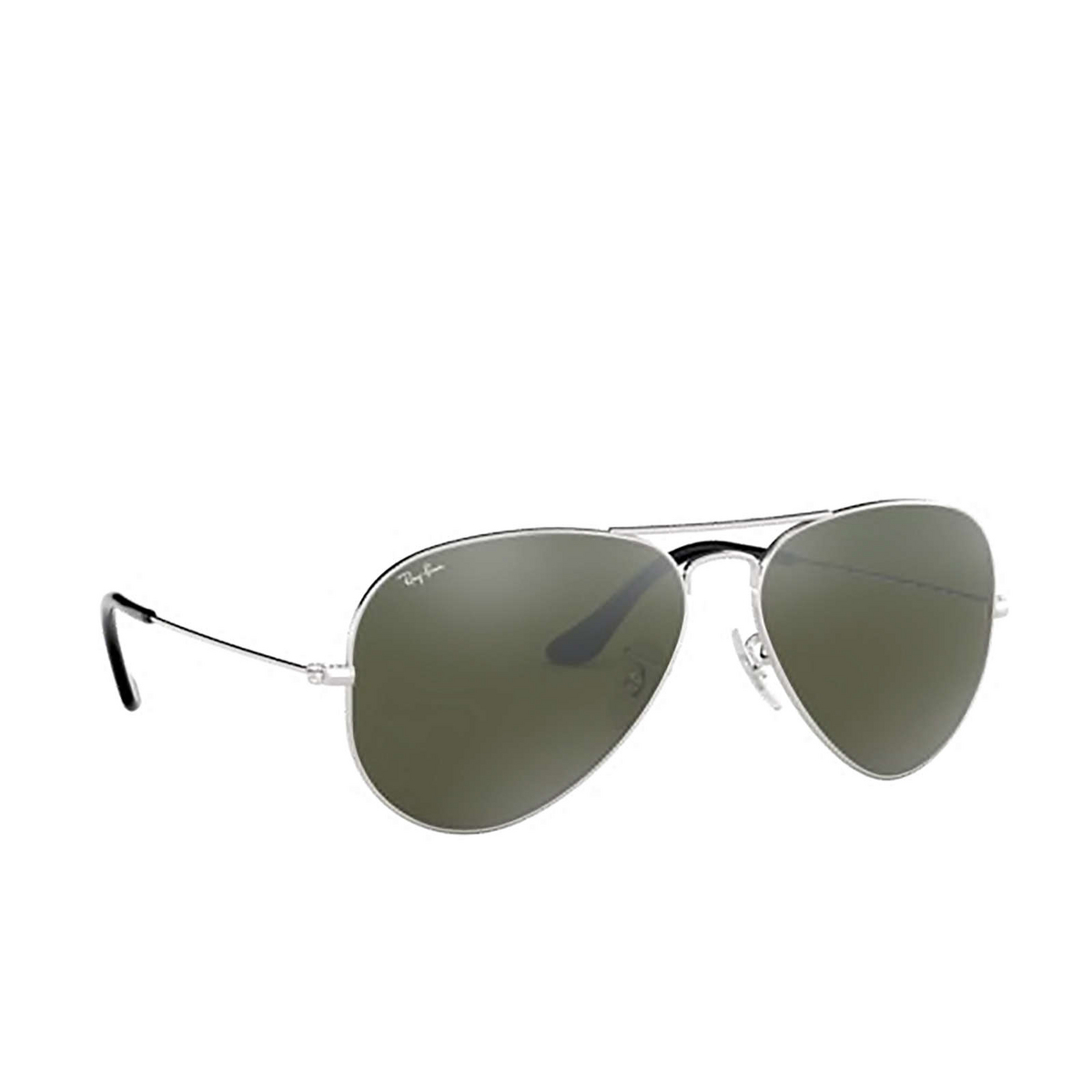 Ray-Ban® Aviator Sunglasses: Aviator Large Metal RB3025 color Silver 003/40 - three-quarters view.