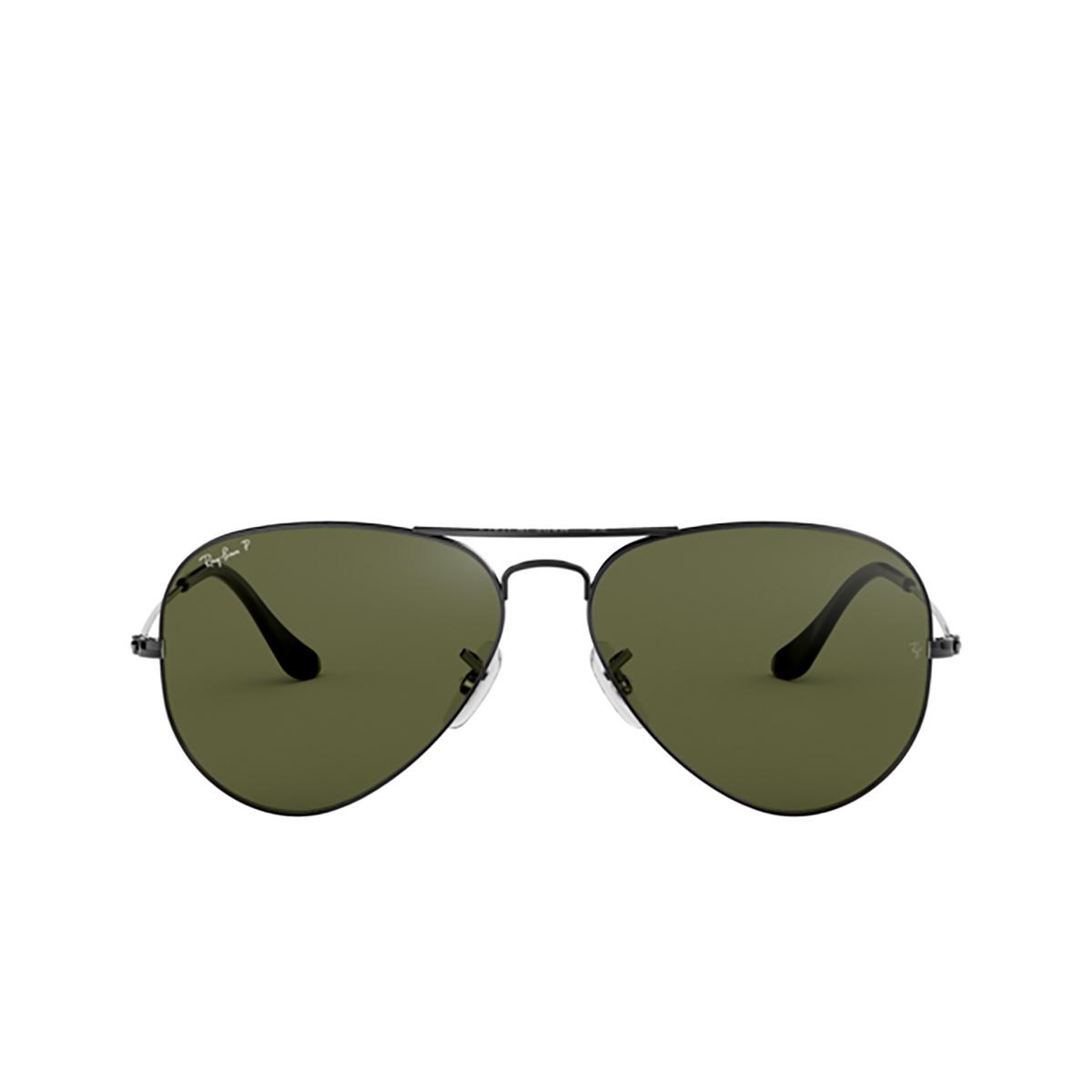Ray-Ban® Aviator Sunglasses: Aviator Large Metal RB3025 color Gunmetal 004/58 - front view.