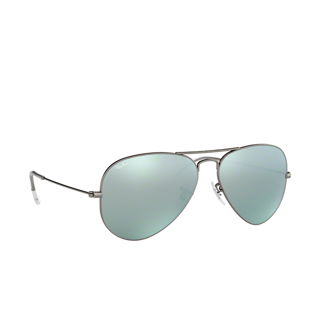 Ray-Ban® Aviator Sunglasses: Aviator Large Metal RB3025 color Matte Gunmetal 029/30 - three-quarters view.