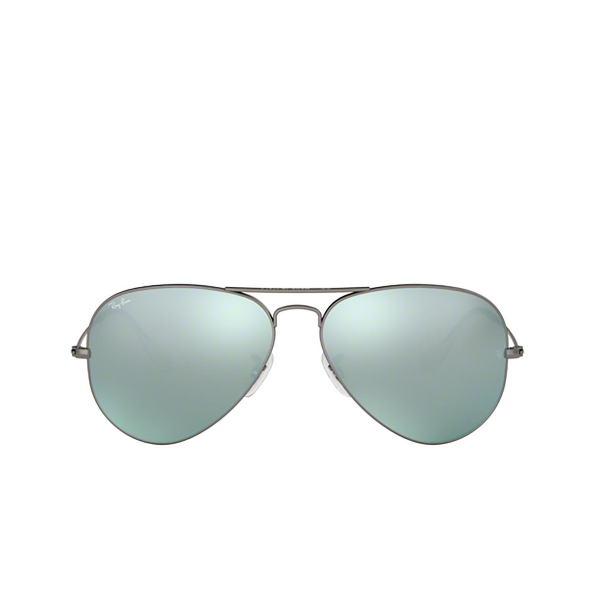 Ray-Ban® Aviator Sunglasses: Aviator Large Metal RB3025 color Matte Gunmetal 029/30 - front view.