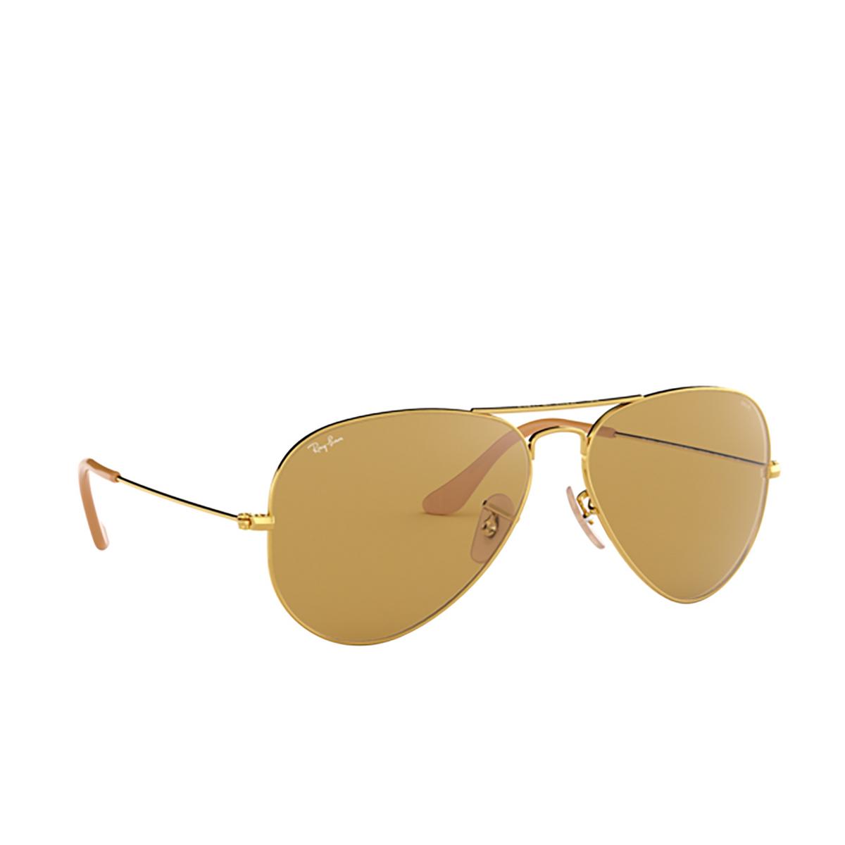 Ray-Ban® Aviator Sunglasses: Aviator Large Metal RB3025 color Arista 90644I - three-quarters view.