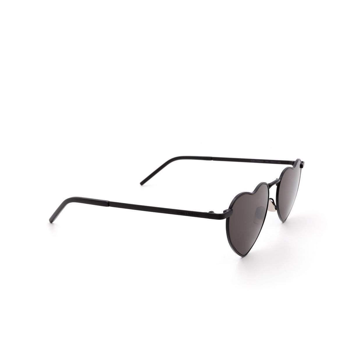 Saint Laurent® Irregular Sunglasses: Loulou SL 301 color Black 002 - three-quarters view.